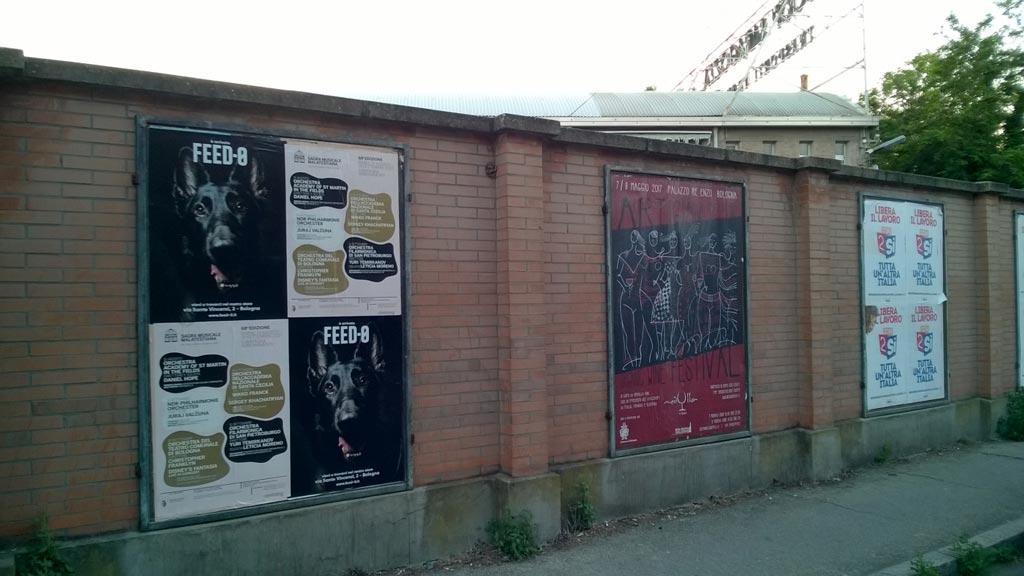 manifesti di FEED-0, negozio di alimenti per cani a Bologna, in Cirenaica